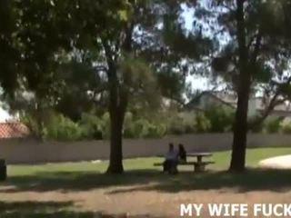 Skaties jums sieva drātēšanās a liels cocked stranger