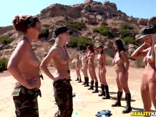 Breanne benson et son 10 gfs en lesbiennes armée