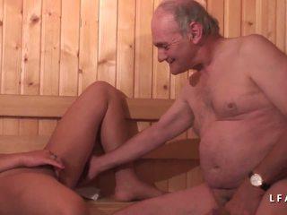 Jeune Beurette Sodomisee Dans Un Gangbang Avec Papy.