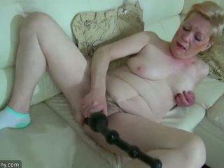 Oldnanny i vjetër moshë e pjekur me i madh dildo masturbate