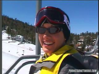 Taylor sadetta relaxes jälkeen jotkut skiing