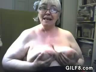 Rasva mummi kanssa suuri ja saggy rinnat