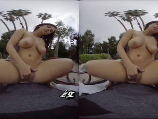 वास्तविकता, बड़े स्तन, बच्चा