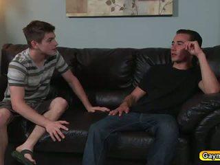 Nxehtë homoseksualët duke thithur i vështirë anale qirje