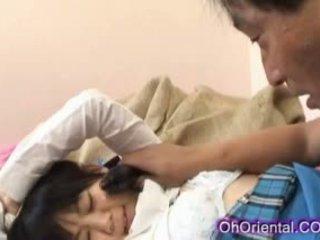 टाइट युवा एशियन स्कूलगर्ल