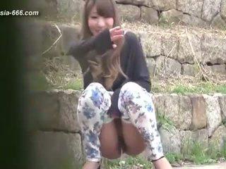 China niñas ir a toilet.3