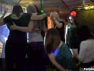 Kanak-kanak perempuan wants kepada fuck yang tentera dancer