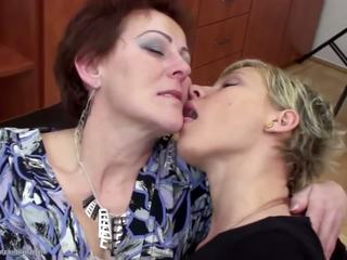 lesbiennes klem, grannies neuken, echt matures video-