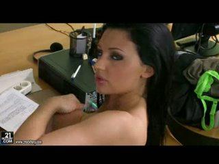 bruneta velký, sólo, kancelář