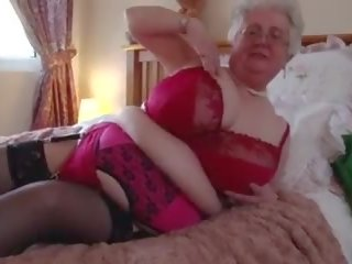 Grandma Caroline Ve and Her Buzzing Friend: Free Porn 5b