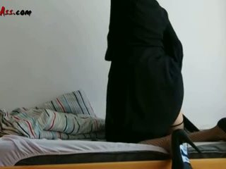 Niqab الشرجي solo في أريكة