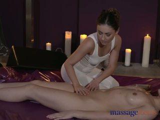 मसाज rooms स्टन्निंग लेज़्बीयन मॉडल है intense सेंषुअल orgasms