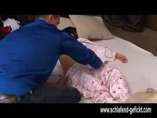 След отворен от нощ спящ момиче с голям цици прецака трудно