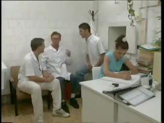 Doctor - Mature الاباحية أنبوب - جديد الطبيب جنس أشرطة الفيديو.
