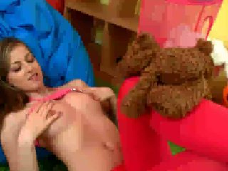 Spunky Bee dildoing pussy