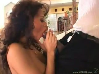 Curly 브루 넷의 사람 olivia del rio eagerly takes a monstrous 수탉 에 그녀의 단단한 입