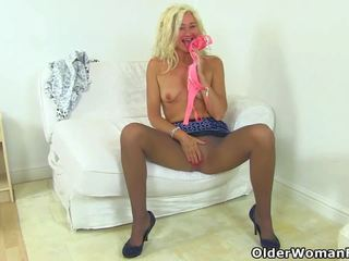 English MILF Ellen Fingers Her Meaty Fanny Flaps: Porn 55