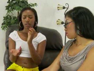 blowjob, काले और आबनूस, विभिन्न जातियों में स्थित, छोटे स्तन