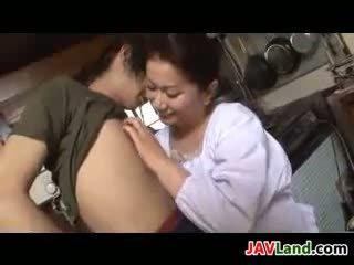Diwasa jepang woman sucks jago for cum