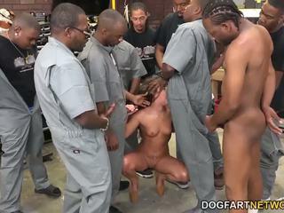 Amirah adara fucks an entire crew của đen guys