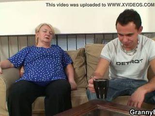 Ai easily seduces i vjetër gjyshja