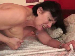 Puika loves apaļas vecmāte