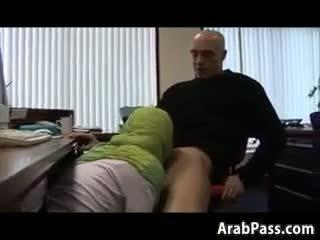 Broke arab fucks 在 an 办公室 为 金钱