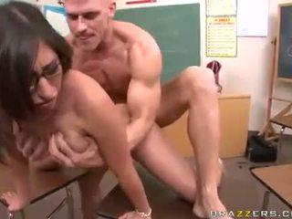 още брюнетка, номинално голям пенис пълен, идеален големи цици безплатно