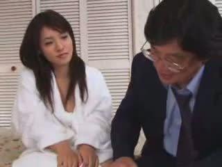 I ri aziatike adoleshent fucked nga i vjetër njeri