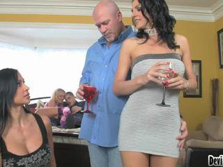 Super hawt couples deciding na kaj da storiti v njihovo seks zabava!