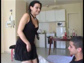Il prend la fille par έκπληξη et ejacule dans sa chatte