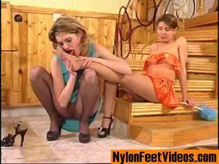 Ninette 和 alice 好色之徒 絲襪 腳 現場