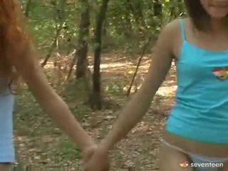 Γκέι γυναίκες εφηβική ηλικία μέσα ο δάσος