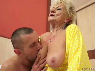 Rinnakas granny gets tema karvane tussu perses