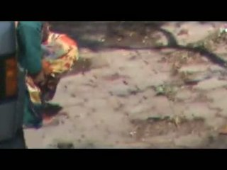 Indien aunties doing urine outdoors caché cam vid
