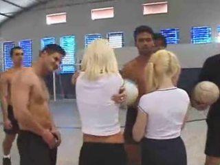 Spaniacs gangbanging në the sports hall