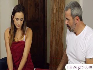 Sexy client ashley adams pasarica banged de excitat masseur