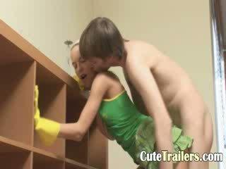 Sīka auguma apartment cleaner banged grūti