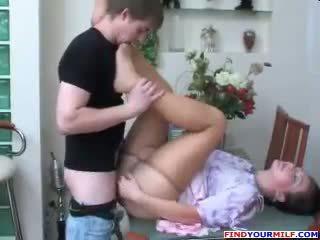 러시아의 엄마 과 아들 팬티 스타킹 주물 섹스