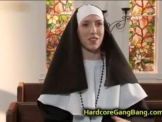 morena, sexo en grupo, mamada