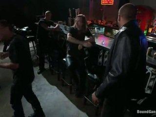 sexo grupal, humilhação, gangbang