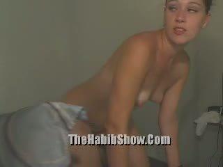 Freaky zwart dwerg seks slaaf enjoys mistresses plezier