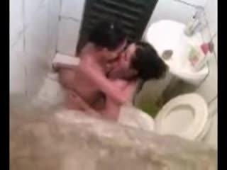Lezbijke zasačeni v stranišče fukanje video