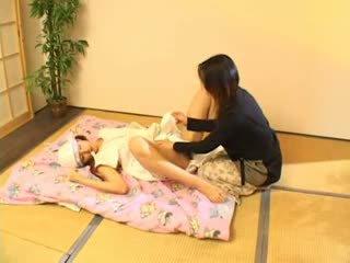 Milking en zuigen tieten 3 heet aziatisch (japanese) tiener