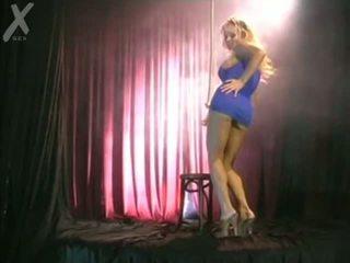 Blondýna solo dance