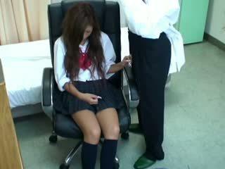 Spycam κορίτσι του σχολείου misused με γιατρός 3