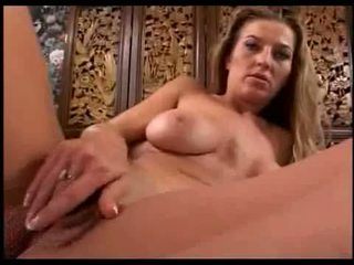 Hot chick loves fuck her pussy
