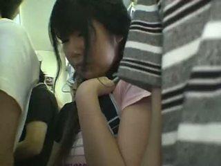 Miniówka uczennica macane w pociąg