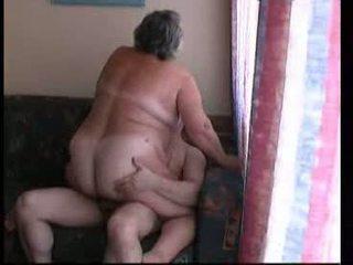 Nenek menunggang keras pada sofa video
