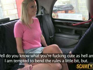 Sienna gets sebuah memeras apaan di itu mobil